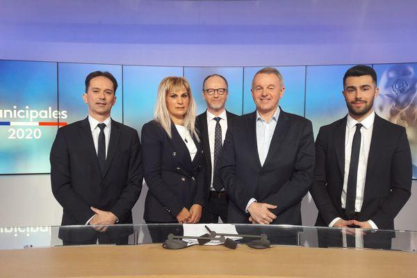 De gauche à droite, Sylvain Robert (PS-PCF), Naceira Vincent (EELV), Bruno Clavet (RN), Bruno Ducastel (ex-UDI). Au centre, notre journaliste Jean-Louis Manand