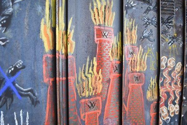 La fresque découverte dans les vestiaires du haut-fourneau U4, à Uckange, est l'oeuvre de deux artistes de la Compagnie Titanos. Ils ont créé la fresque début avril.