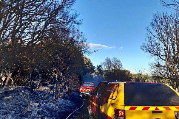 Les nombreux largages ont permis d'arrêter rapidement la progression du feu.