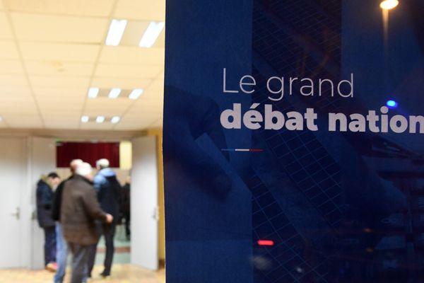 Jusqu'au 15 mars, le Grand débat national est organisé en France, à travers des réunions publiques et un questionnaire en ligne