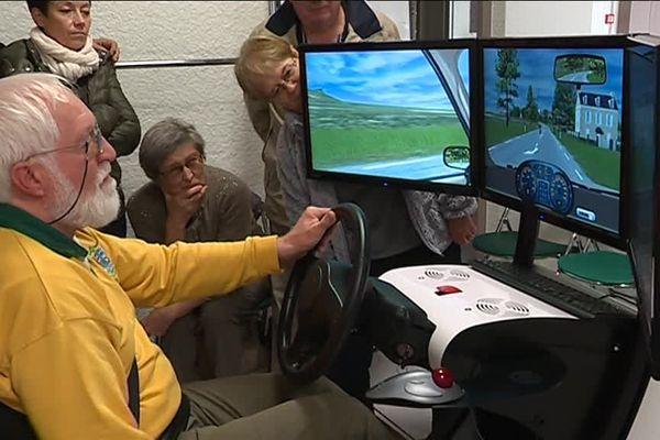 Les stagiaires conduisent sur simulateur.