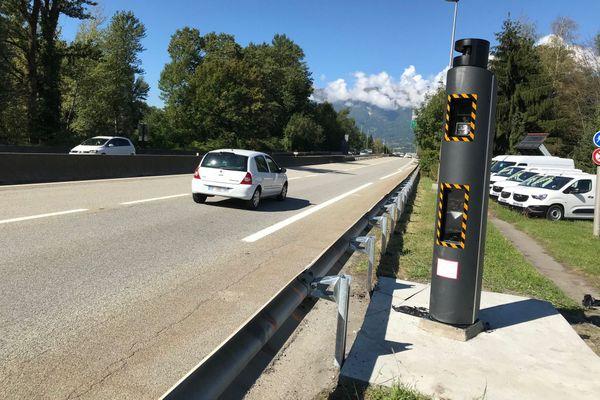 Deux nouveaux radars, plus performants, ont été installés à Albertville en Savoie.
