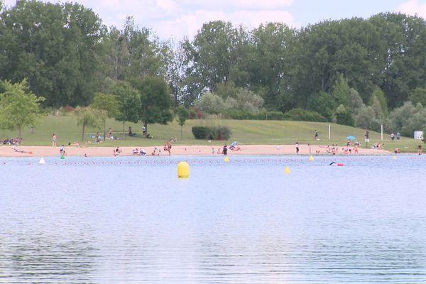 Situé à 12 kilomètres de Dijon, le lac d'Arc-sur-Tille est un site de baignade très fréquenté.