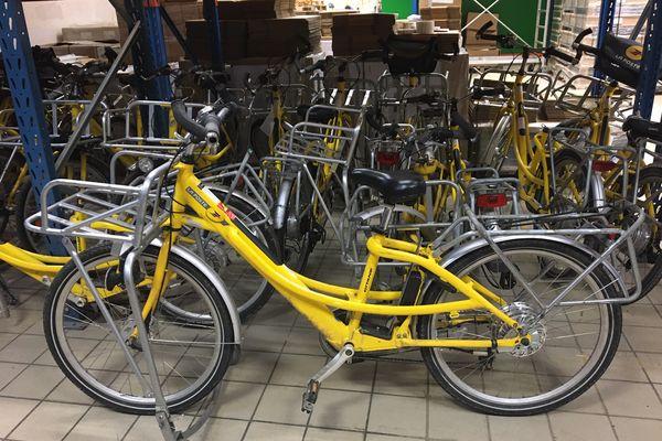Jean-Marc a récupéré une cinquantaine de vélos de La Poste, utilisés par les facteurs, et s'est fixé comme objectif de les remettre à neuf