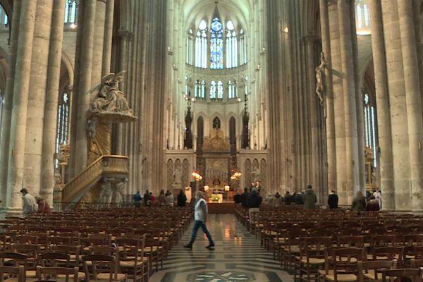 La cathédrale d'Amiens a rouvert ses portes pour ofrfir la traditionnelle messe du dimanche à 30 fidèles.