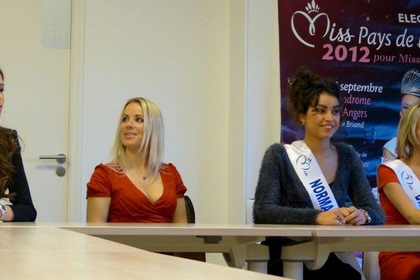 Miss Ouest 2012 autour d'Emilie Ménard, déléguée régionale pour miss France
