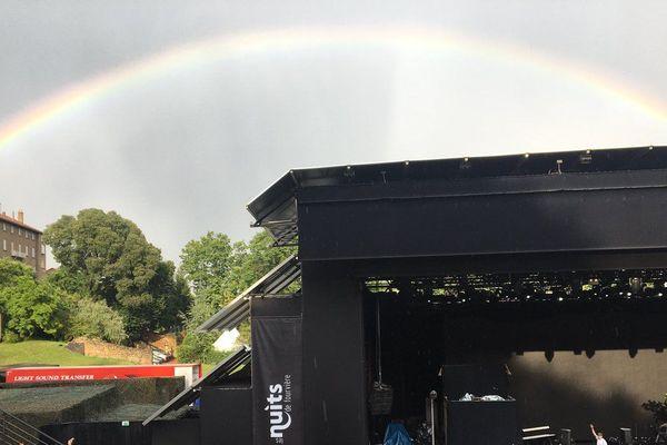 Au concert de Big Flo et Oli, dans le cadre des nuits de Fourvière, un magnifique arc-en-ciel a embelli le ciel pour le plus grand plaisir des spectateurs (photo Olivier Flandin France3)