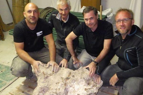 Pierre Antonin, Brian Barret, Alain Gallien et Emmanuel Dransart ont mis au jour la plus grosse météorite jamais découverte en France, ce 3 octobre 2018.