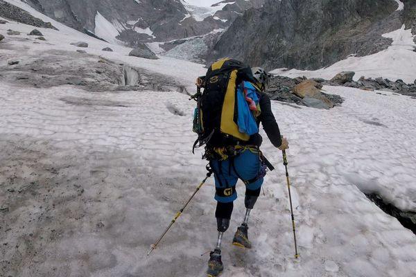 Les deux Italiens se sont fixés le défi de gravir les cinq sommets les plus hauts d'Italie.