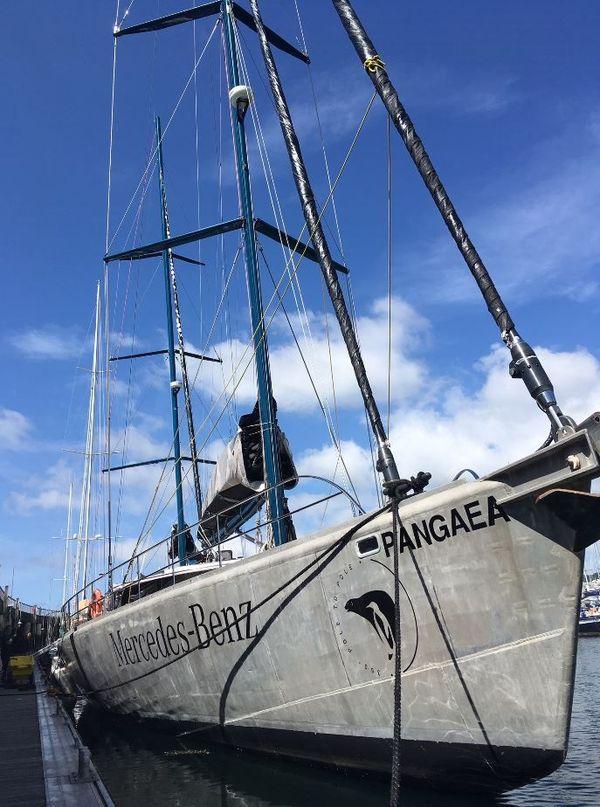 Pangaea le bateau de Mike Horn amarré à Brest