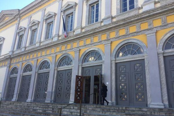 Un jeune homme de 22 ans a été condamné, ce lundi 15 mars par le tribunal correctionnel de Bastia, à 4 ans de prison dont une année avec sursis pour avoir blessé par balle un individu, le 10 mars dernier à Ghisonaccia.