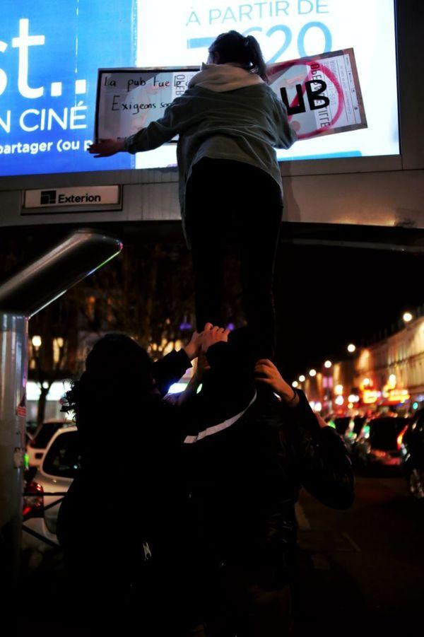 ANV COP21 souhaite que les candidats aux élections municipales se prononcent sur la réduction des espaces publicitaires.