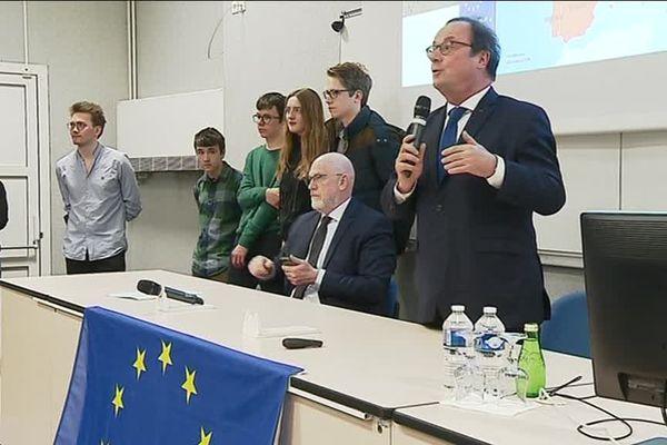 François Hollande en conférence au lycée Descartes à Rennes