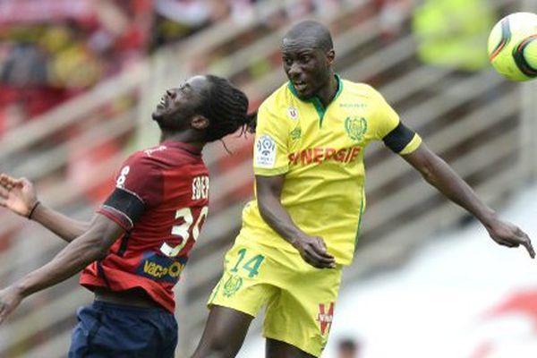 Youssouf Sabaly , en jaune, durant le match de L1 entre Nantes et Lille, le 3 avril 2016 au stade Beaujoir de Nantes.