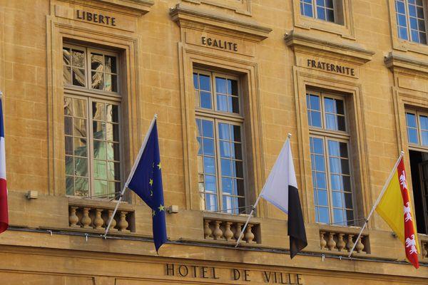 Le drapeau européen sur lr fronton de la mairie de Metz.