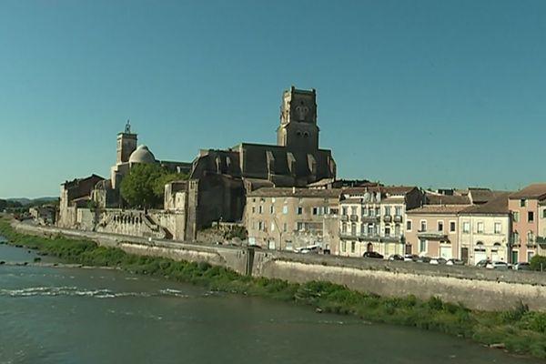 Parmi les trésors de Pont-Saint-Esprit, l'église Saint-Saturnin et le prieuré avec son imposante coupole mais aussi l'escalier monumental !