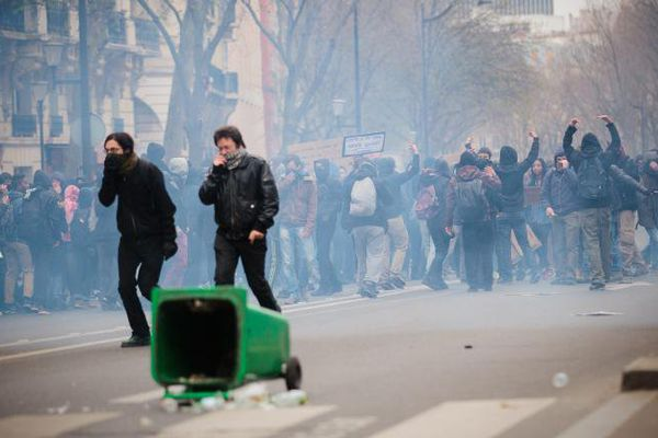 Une manifestation contre la loi Travail dégénère à Paris, le 24 mars 2016.
