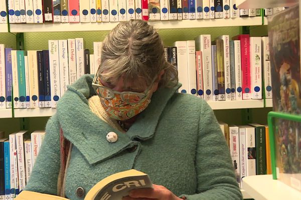 Les bibliothèques ont pu accueillir de nouveau des clients, mais avec leur réouverture, masques et lavages de mains sont devenues la norme.