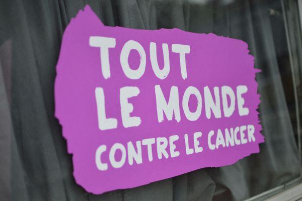 Octobre Rose est une campagne de communication destinée à sensibiliser au dépistage du cancer du sein et à récolter des fonds pour la recherche.