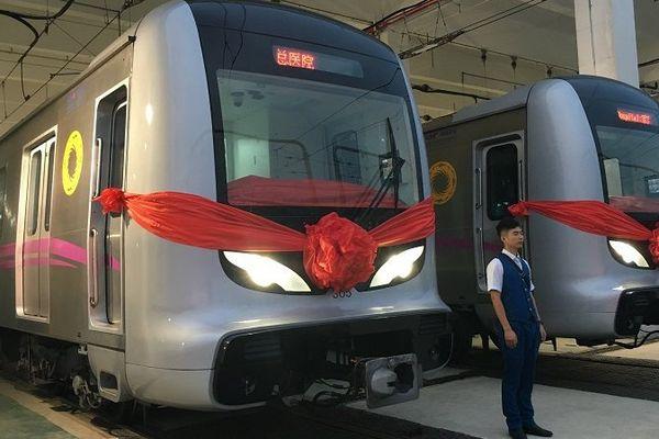 Image de l'inauguration de la ligne 3 du métro de Chengdu, sur laquelle circulent 144 voitures de métro équipées des systèmes de traction d'Alstom. Elle est entrée en service commercial le 31 juillet 2016.