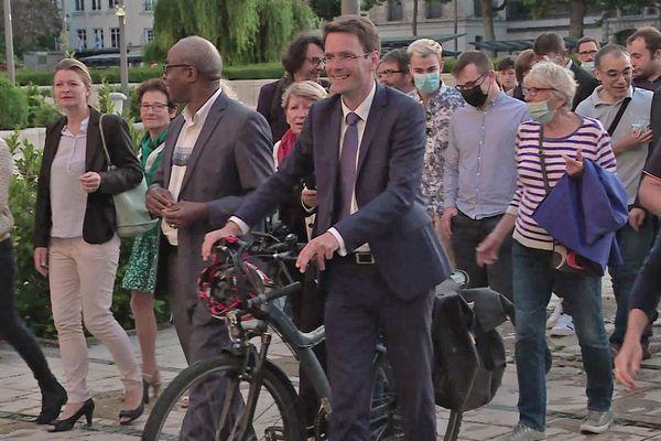 28 juin 2020-Nicolas Mayer-Rossignol arrive à l'hôtel de ville de Rouen