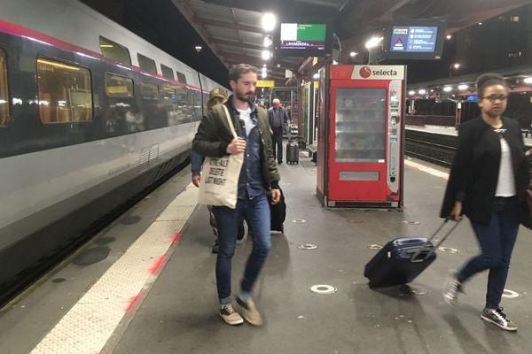 Vendredi 14 juin, les voyageurs du TGV Paris-Nancy de 21h13 à leur arrivée vers minuit.