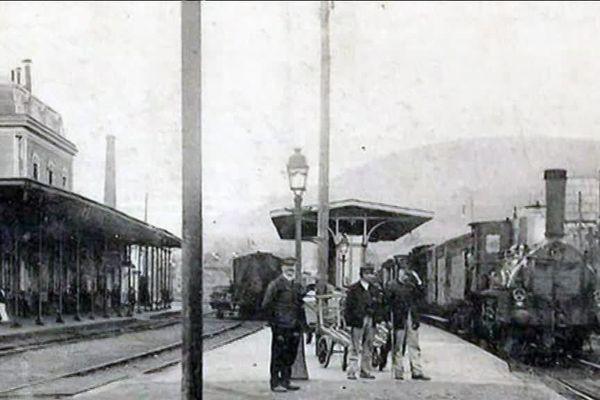 Fin XIXe siècle, la gare de Saint-Sulpice-Laurière est construite