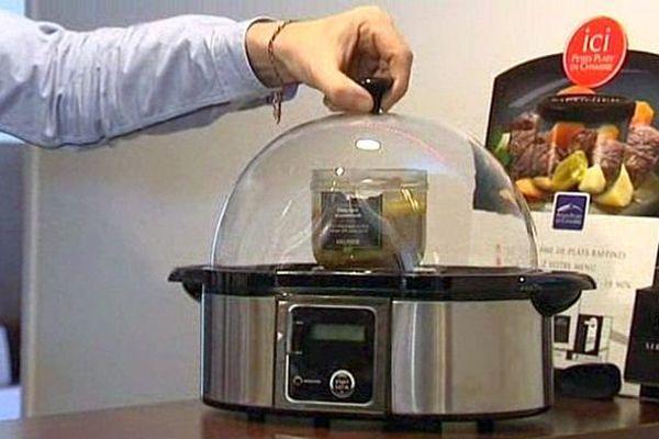 Jérôme Meunier et son fils Hugo ont mis au point un concept de plats cuisinés disponibles 24h sur 24 pour les clients des hôtels.