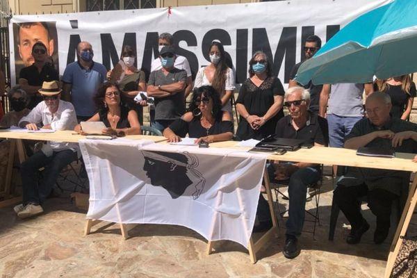 """Les membres du collectif ont rappelé la raison d'être de ce dernier : """"lutter contre l'emprise de la mafia""""."""