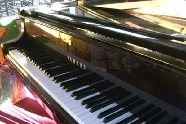 Un piano que son père lui avait offert pour ses 11 ans.