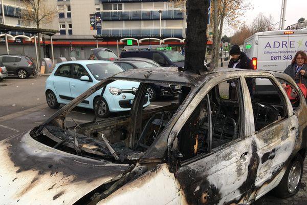 La voiture de Mémé Rodéo de Royal ,de Luxe a été incendiée dans la nuit du 19 au 20 novembre 2019