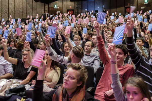Vote du public lors du mondial de l'improvisation