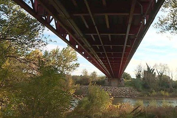 Canet (Hérault) - le dessous du pont suspendu datant du XIXe siècle - 2019.