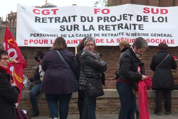 Devant la préfecture de Haute-Garonne ce lundi matin.