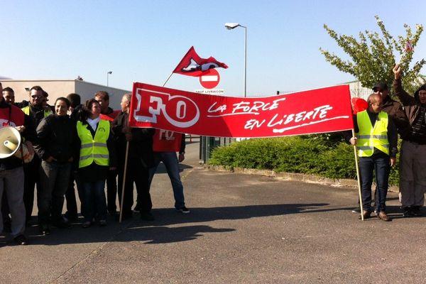 Les encartés FO mobilisés ce matin à Saint-Jean-de-Braye.