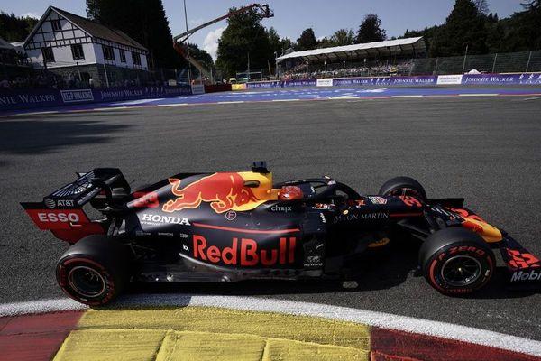 Le Néerlandais Max Verstappen à l'épingle de la Source lors du GP de Belgique 2019.