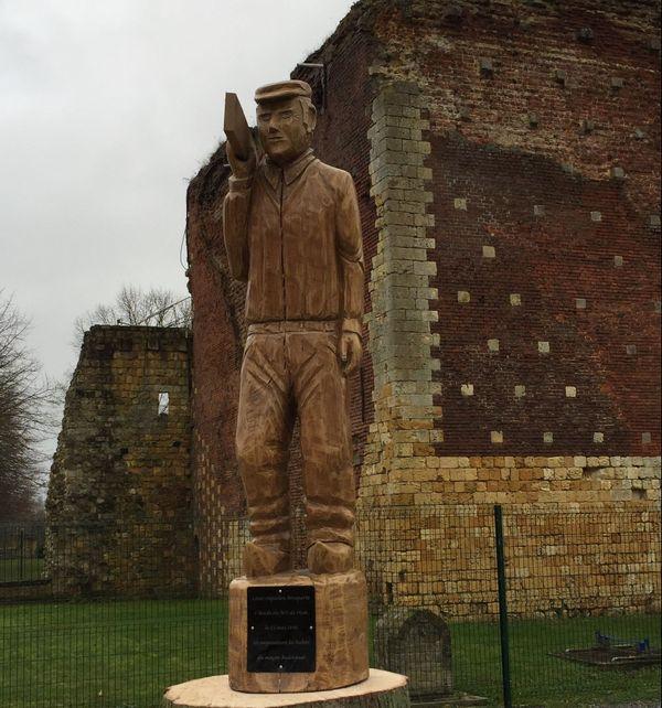 La statue de Badinguet à Ham, personnage fictif qui aurait aidé Napoléon III dans son évasion.