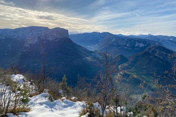 Le massif des Coulmes, entre Isère et Vercors, culmine à 1 475 mètres d'altitude.