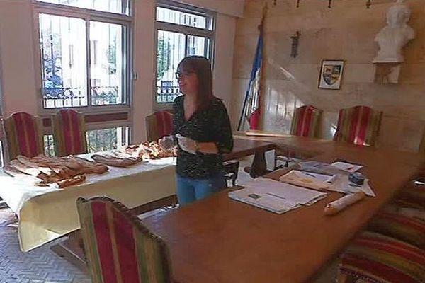 Pyrénées-Orientales : la mairie de Peyrestortes devient un dépôt de pain quand la boulangerie est fermée - octobre 2019.