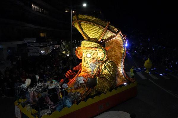 Cette statue, qui semble venue d'Amérique centrale, a conservé toute sa fraîcheur.
