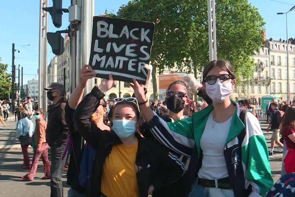 """Nantes, lors de la manifestation interdite par la préfecture """"contre les violences policières"""" le 6 juin 2020"""