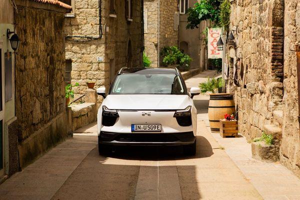 Le nouveau SUV U5 sur les routes de Corse