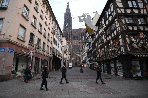 Des gendarmes en patrouille au centre-ville de Strasbourg au lendemain de l'attaque meurtrière