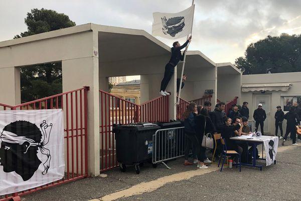 Le Lycée Giocante de Casabianca est bloqué. Les élèves se mobilisent pour l'opération Isula Morta.