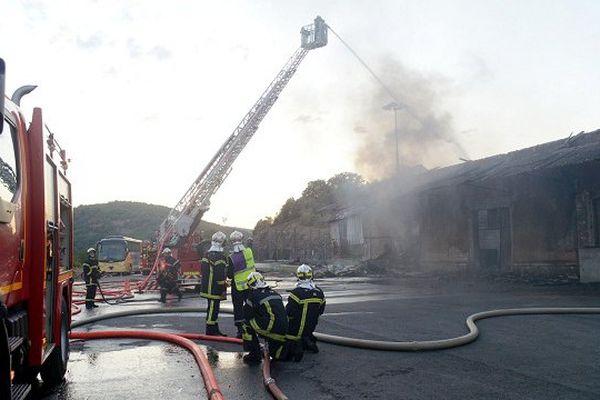 Le feu a pris dans un bâtiment accolé à la gare