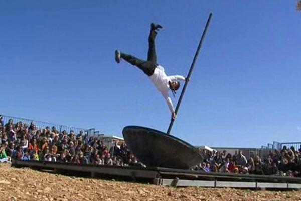 """Le spectacle """"Culbuto"""", réalisé par Vincent Martinez de la Compagnie Mauvais coton, sera encore visible lundi 6 avril dans la Grande prairie."""