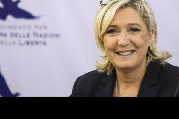 Marine Le Pen, qui soutient le mouvement des gilets jaunes, a suggéré que le mouvement puisse défiler sur les Champs-Elysées à Paris.