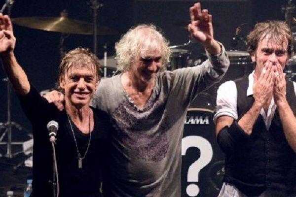 Jean-Louis Aubert, Louis Bertignac et Richard Kolinka du groupe de rock Les Insus à la fin d'un concert à Lille (septembre 2015)