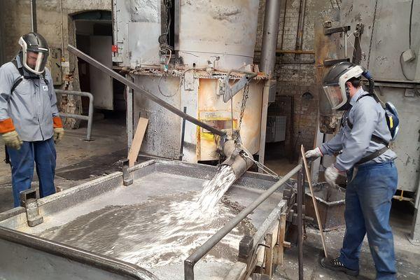 Fonte du plomb dans l'entreprise d'Huart Industrie, du groupe Calder