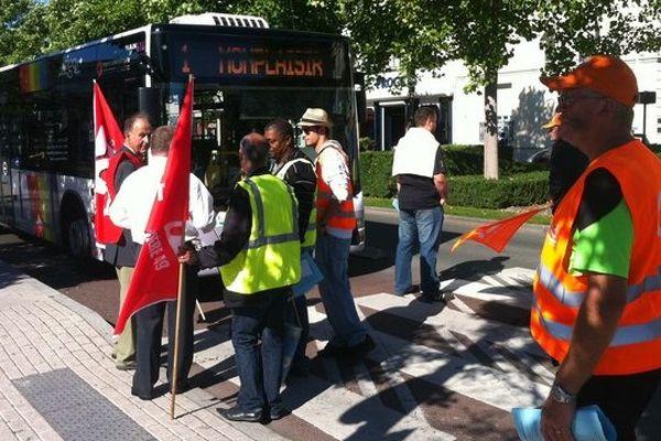 À Angers, les conducteurs du réseau de transport départemental de Maine-et-Loire Anjoubus en grève pour de meilleures conditions de travail